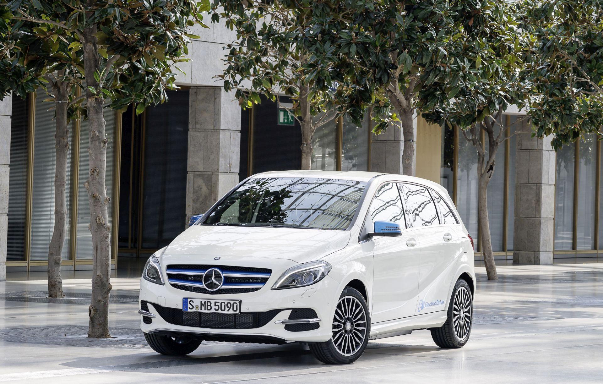 Mercedes-Benz B-Klasse Modelljahr 2014, B-Klasse Electric Drive (W242), zirrusweiß ; Mercedes-Benz B-Class model year 2014, B-Class Electric Drive (W242), cirrus white;