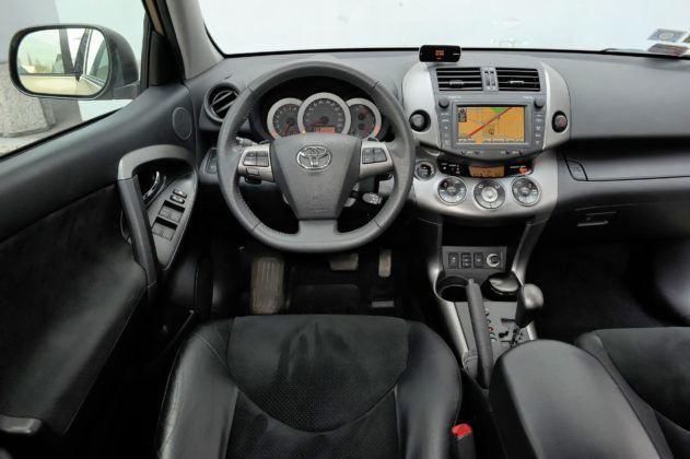 Toyota RAV4 - deska rozdzielcza