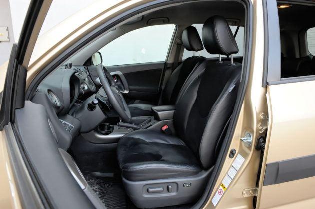 Toyota RAV4 - fotel kierowcy