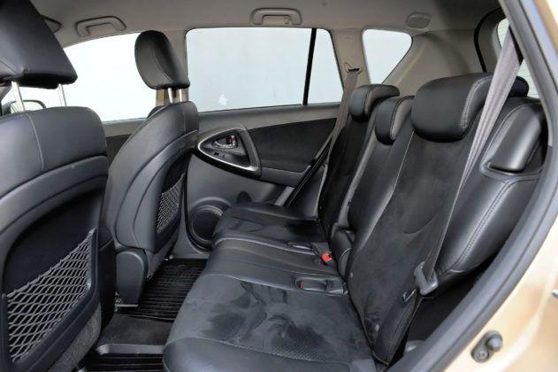 Toyota RAV4 - tylna kanapa