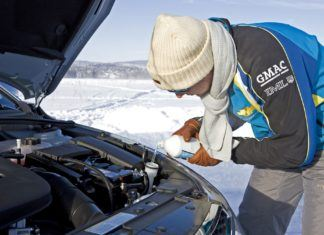 Przydatne rady na zimę. Dzięki nim auto przetrwa mroźną aurę bez przygód!