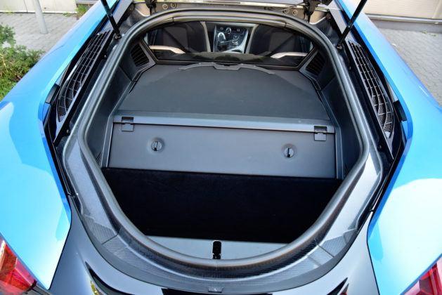 BMW i8 - bagażnik
