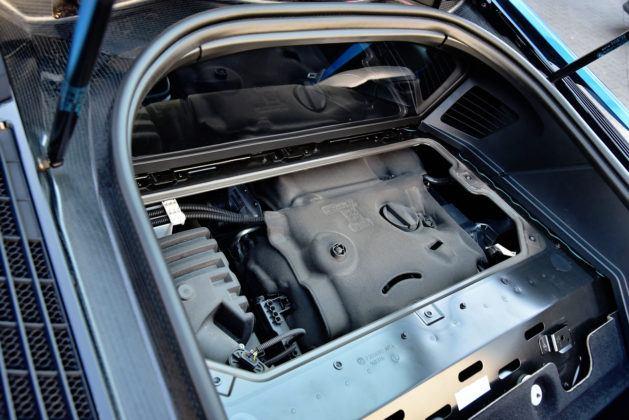 BMW i8 - komora silnika