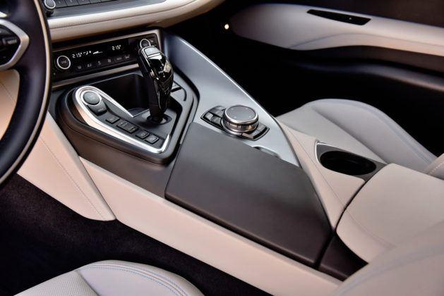 BMW i8 - konsola środkowa