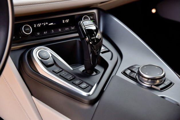 BMW i8 - wybierak skrzyni biegów