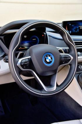 BMW i8 - kierownica