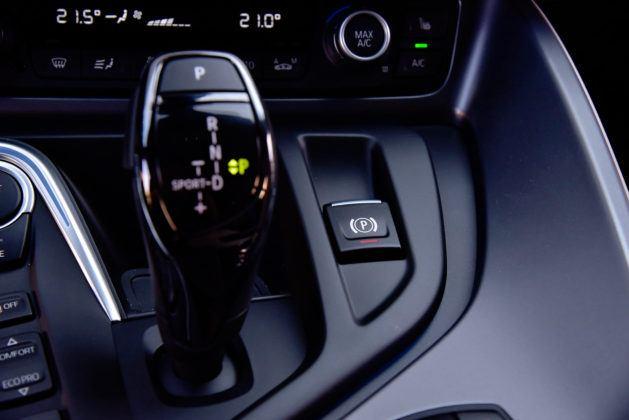BMW i8 - włącznik hamulca ręcznego