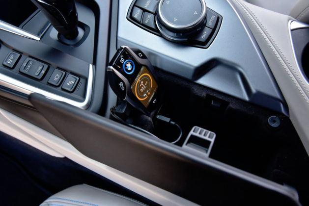 BMW i8 - ładowanie inteligentnego kluczyka
