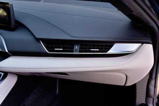 BMW i8 - nawiewy pasażera