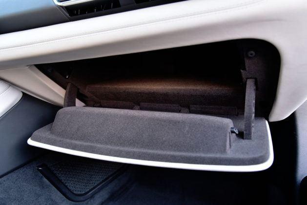 BMW i8 - schowek