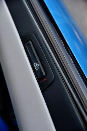 BMW i8 - otwieranie drzwi