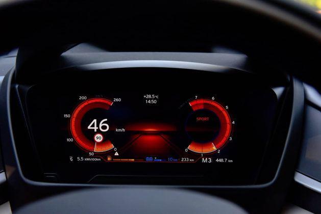 BMW i8- wskaźniki w trybie Sport