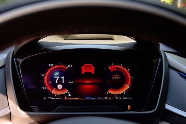 BMW i8- wskaźniki w trybie Sport, wyłączone DSC