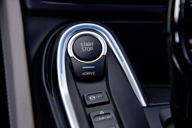 BMW i8 - przycisk uruchamiania