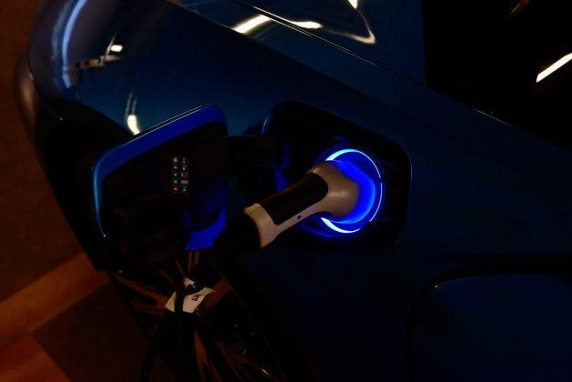 BMW i8 - podłączenie do ładowania