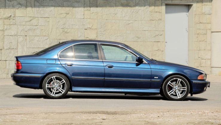 BMW serii 5 E39 - bok