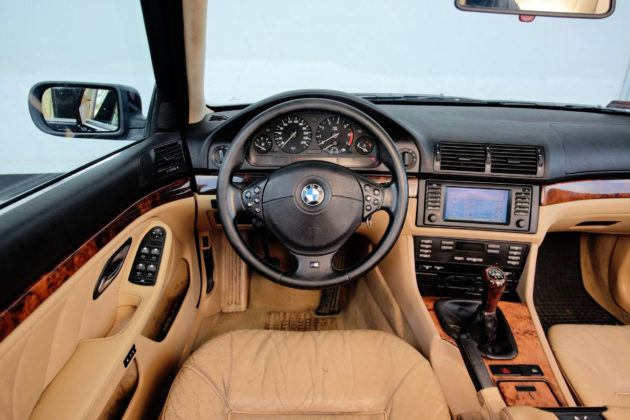 BMW serii 5 E39 - deska rozdzielcza