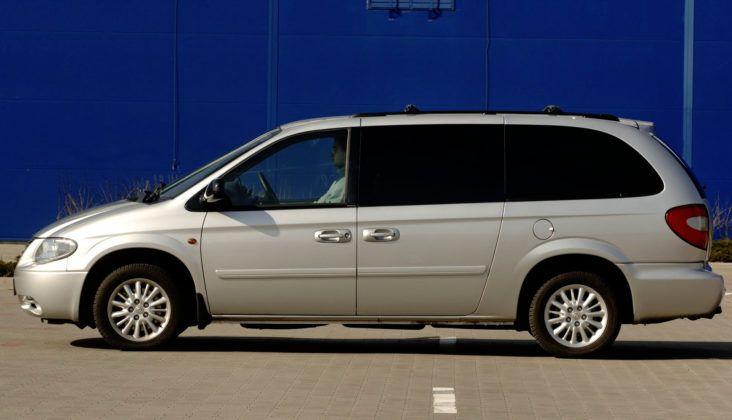 Chrysler Voyager - bok