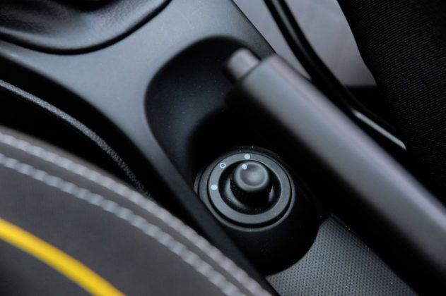 Dacia Duster - sterowanie lusterkami