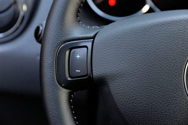 Dacia Duster - sterowanie tempomatem
