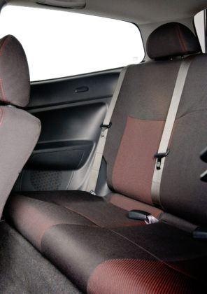 Honda Civic VII - tylna kanapa