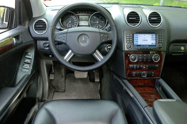 Mercedes ML - deska rozdzielcza