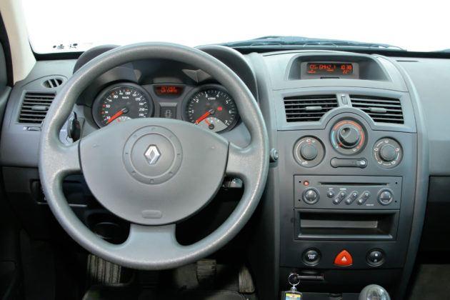 Renault Megane - deska rozdzielcza