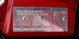 Numer VIN wybity na tabliczce znamionowej
