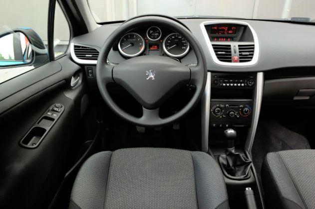 Używany Peugeot 207 - deska rozdzielcza