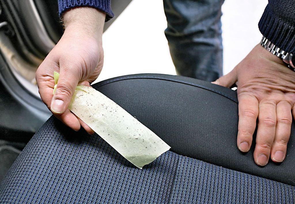 Czyszczenie tapicerki taśmą