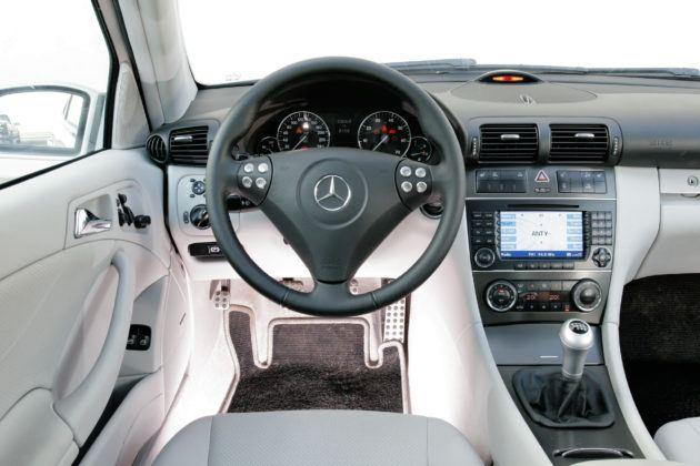 Mercedes C Sportcoupe - deska rozdzielcza