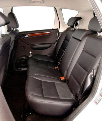 Mercedes Klasy A W169 - tylna kanapa