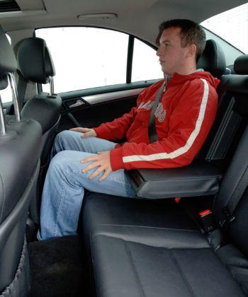 Mercedes Klasy C W203 - tylna kanapa