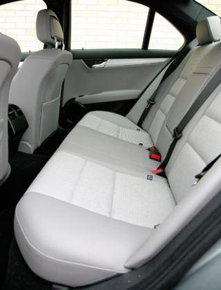 Mercedes Klasy C W204 - tylna kanapa