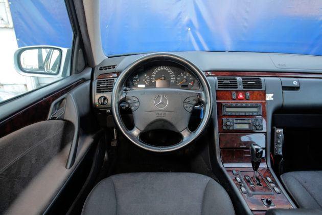Mercedes Klasy E W210 - deska rozdzielcza