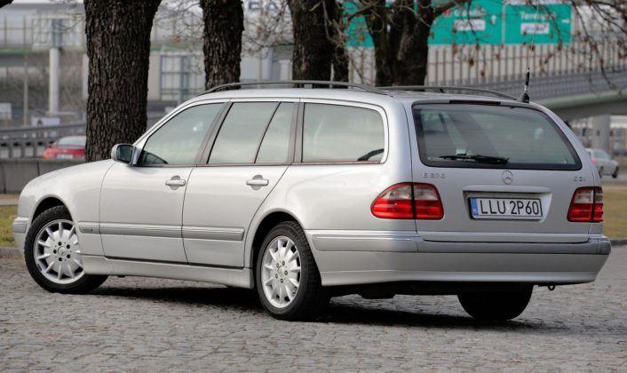 Mercedes Klasy E W210 - sylwetka