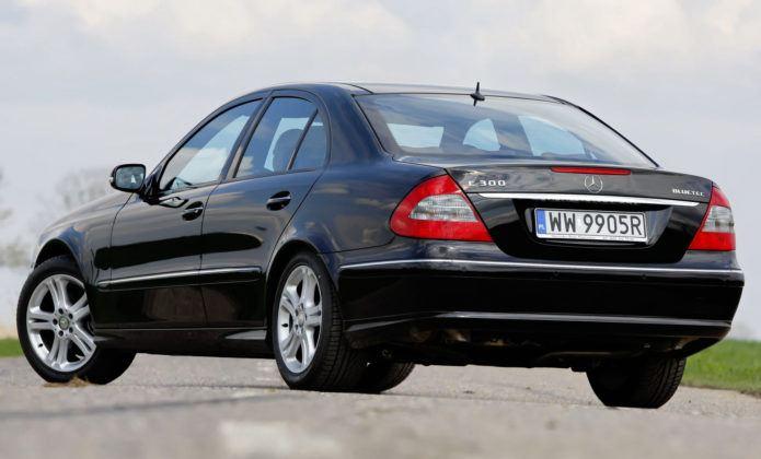 Mercedes Klasy E W211 - tył