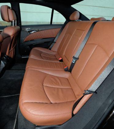 Mercedes Klasy E W211 - tylna kanapa