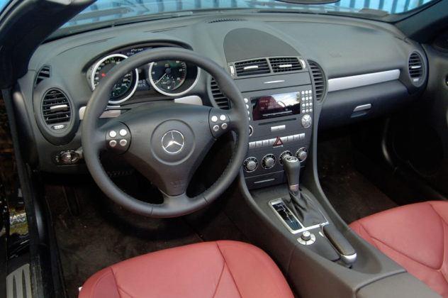 Mercedes SLK - deska rozdzielcza