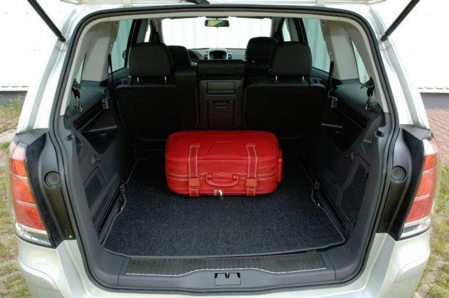 Używany Opel Zafira - bagażnik