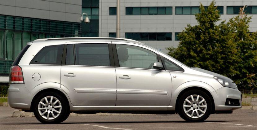 Używany Opel Zafira - bok