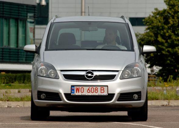 Używany Opel Zafira - przód