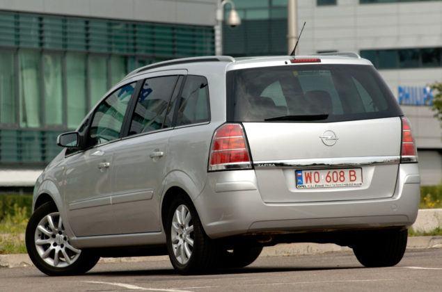 Używany Opel Zafira - sylwetka 4