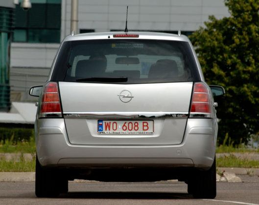 Używany Opel Zafira - tył