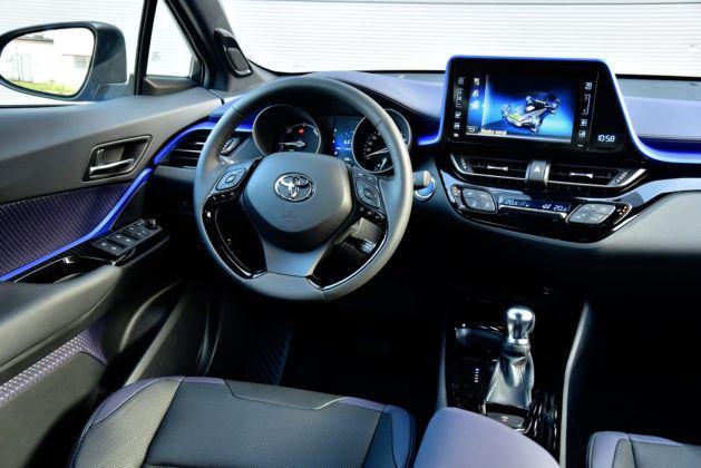 Toyota C-HR - deska rozdzielcza 2