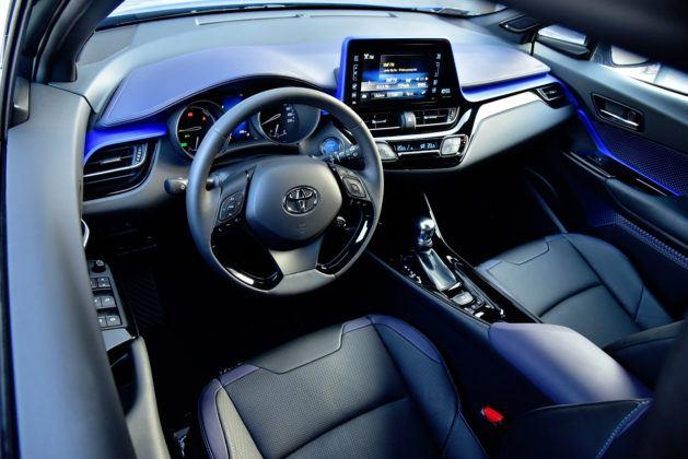 Toyota C-HR - deska rozdzielcza