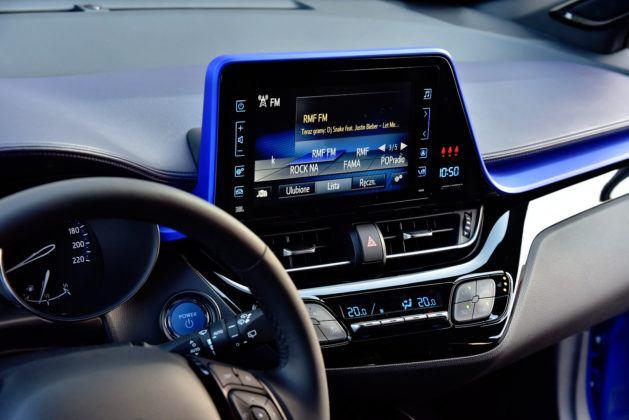 Toyota C-HR - konsola środkowa, wyświetlacz