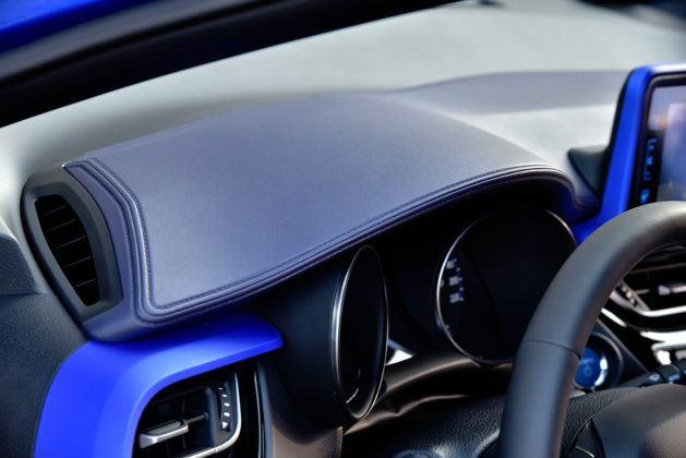 Toyota C-HR - osłona wskaźników