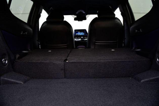 Toyota C-HR - podłoga bagażnika
