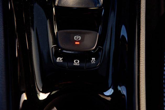 Toyota C-HR - przycisk elektycznego hamulca ręcznego